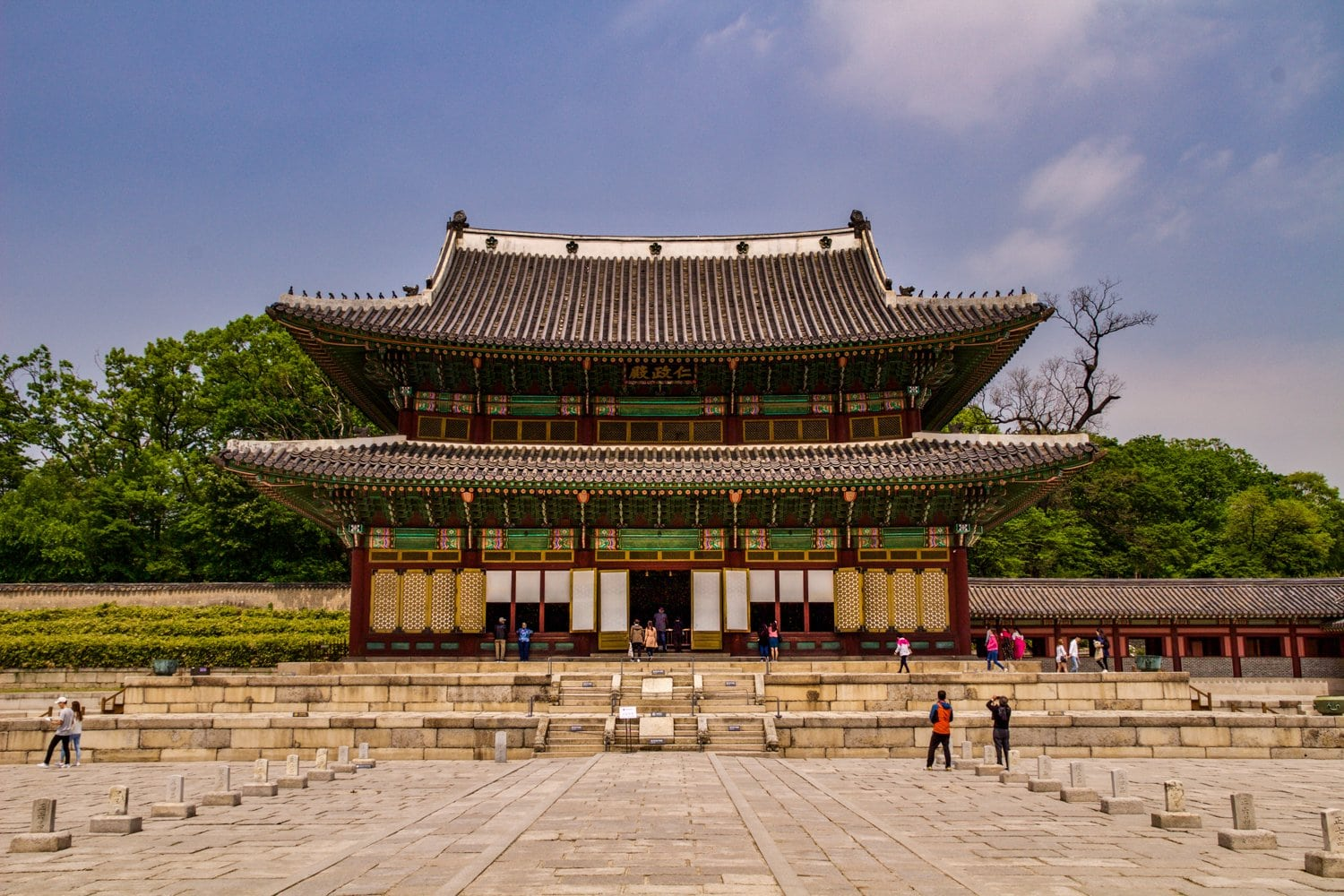 Have you ever been to Seoul, Korea? If you're limited on time, there are 5 things you must do in Seoul. One of them may include crossing into North Korea... Read more at www.thefivefoottraveler.com