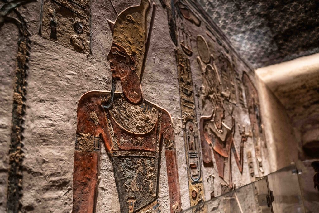 incredible preservation of a pharaoh within a tomb in valley of the kings