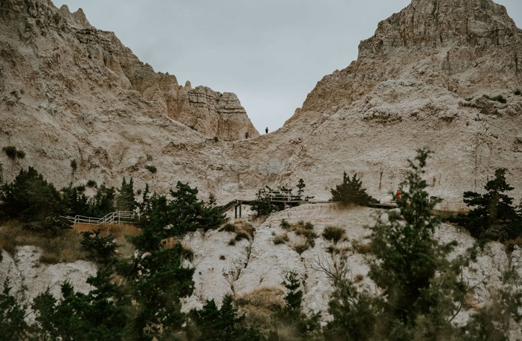 a look at the notch on the cliff shelf trail in the badlands