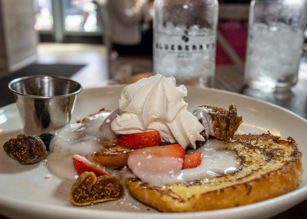 cinnamon roll french toast at blueberry's grill in myrtle beach